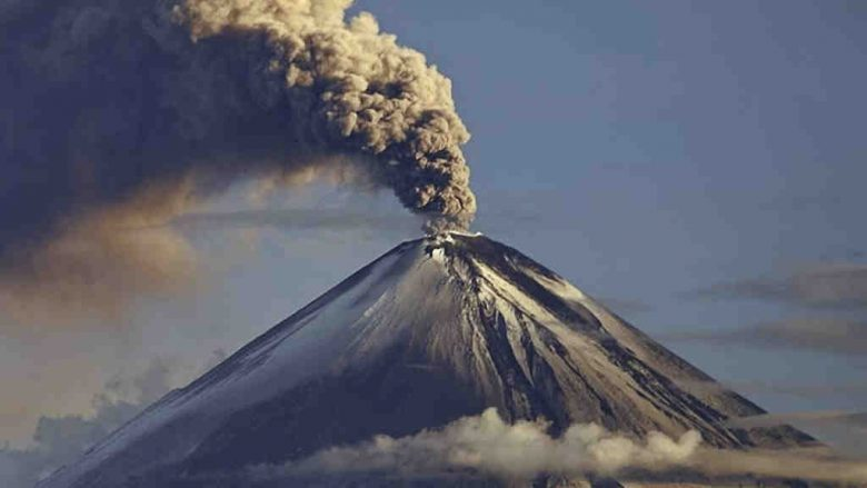 VISOK 5.230 METARA I  AKTIVAN OD 1628. GODINE! Vulkan zasuo pepelom pet ekvadorskih provincija!