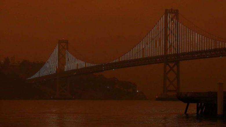 Fires darken and redden the sky of San Francisco