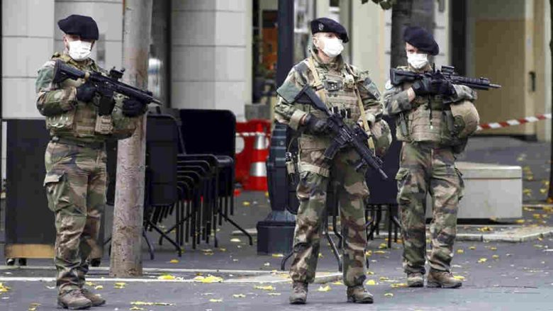 Islamists attack France again: three in a Nice church knifed, one almost beheaded
