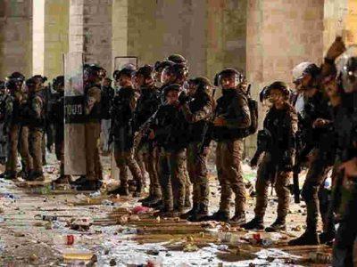 Violent clashes erupt across Jerusalem and near Al-Aqsa mosque on Laylat al-Qadr